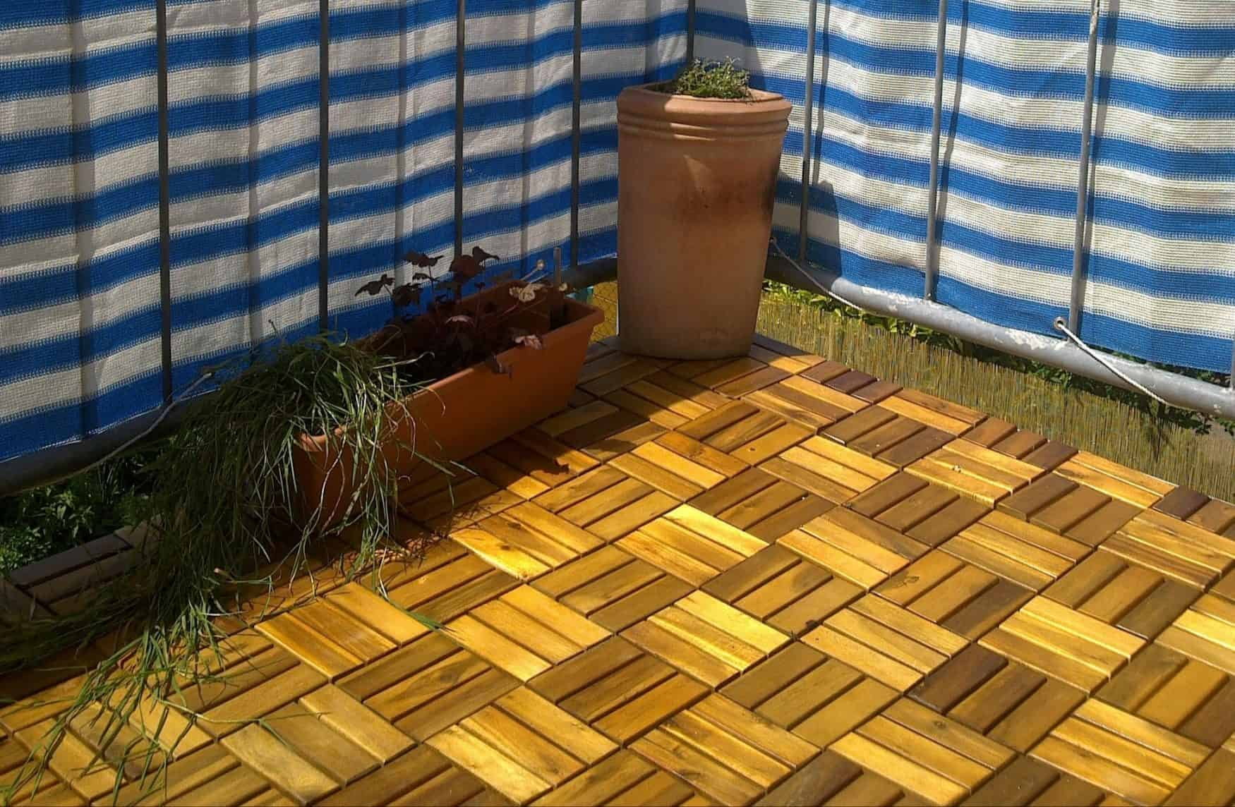 Wooden tiles on a balcony