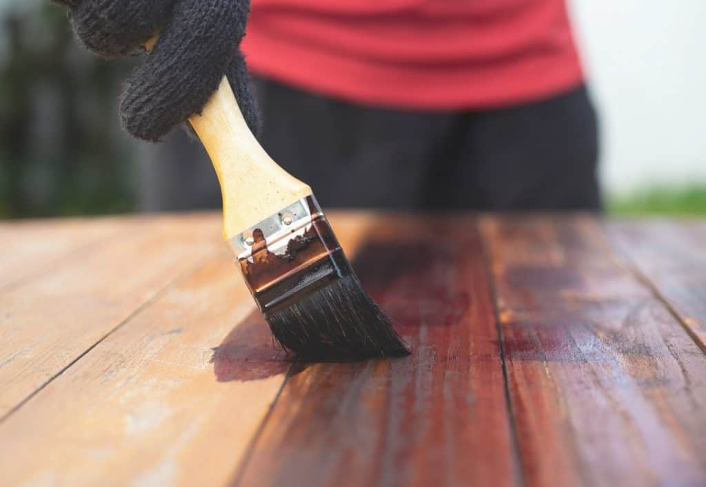 Finishing a wooden table with stain