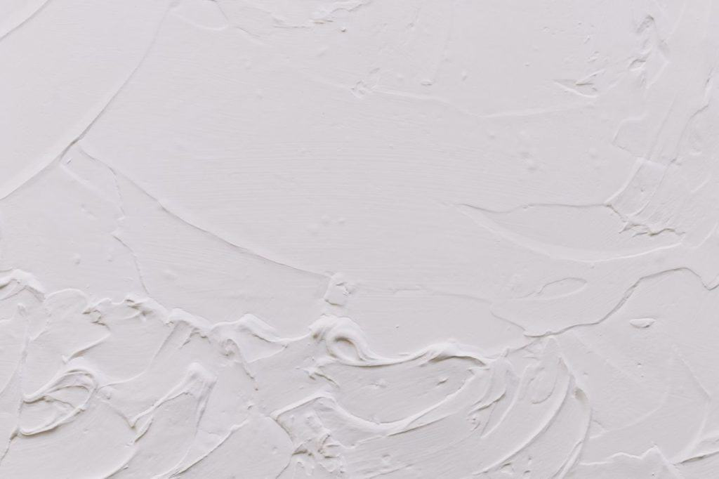 Picture of An uneven plaster surface that requires sanding.